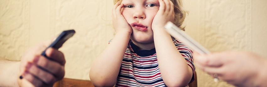 Tu adicción al teléfono le afecta a tus hijos